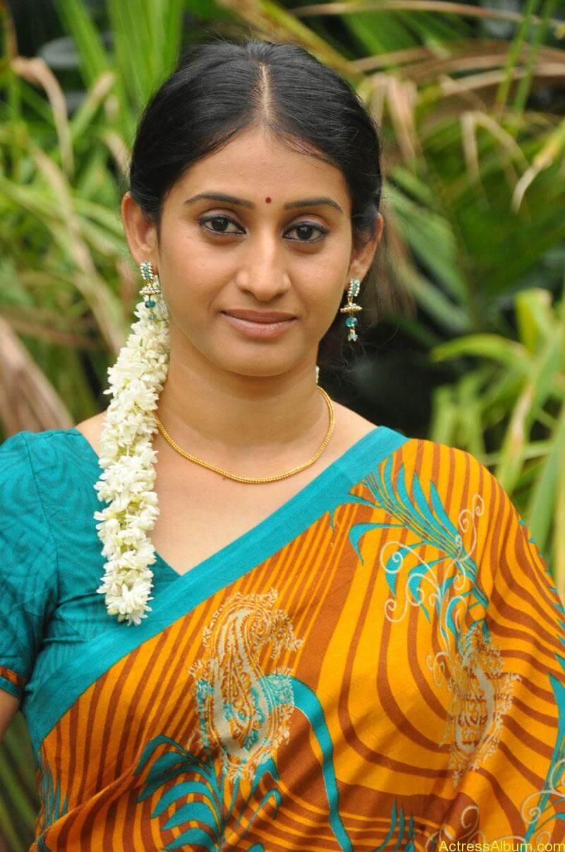 Tv serial actress meena photos (1)