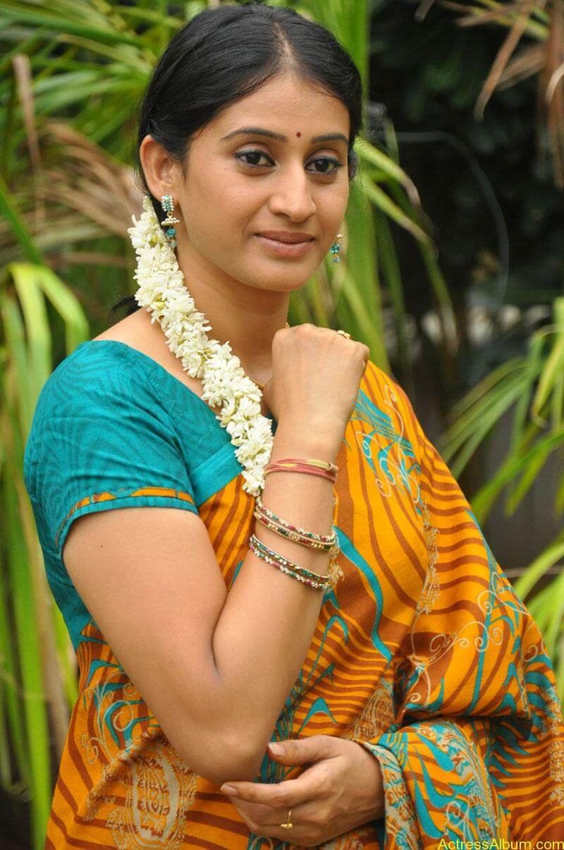 Tv serial actress meena photos (2)