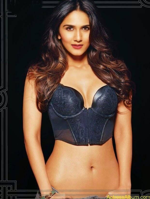 Vani Kapoor hot photo shoot showing her beauty assets (1)