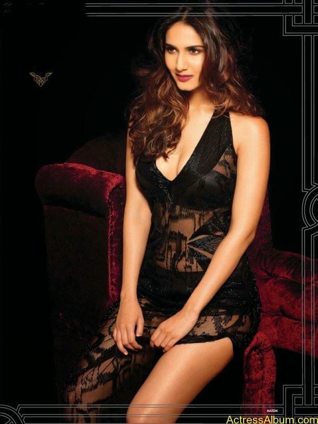 Vani Kapoor hot photo shoot showing her beauty assets (3)