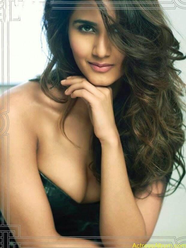 Vani Kapoor hot photo shoot showing her beauty assets (6)