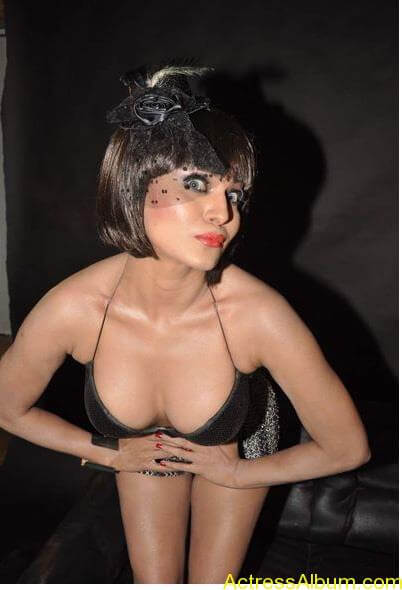 Veena-Malik-Latest-Dirty-Pictures-For-The-Super-Model-Film-VeenaMalik-hot-pic