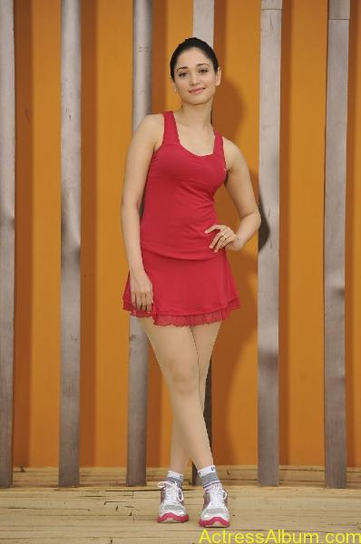 tamanna-hot-spicy-boobs-and-bikini-pics-12