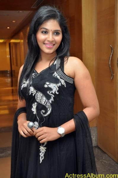 Anjali cute hot stills in black sudithar (1)