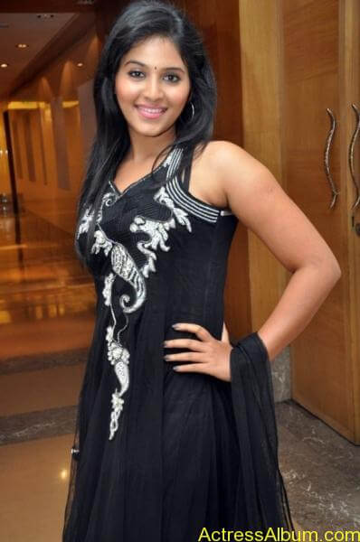Anjali cute hot stills in black sudithar (2)