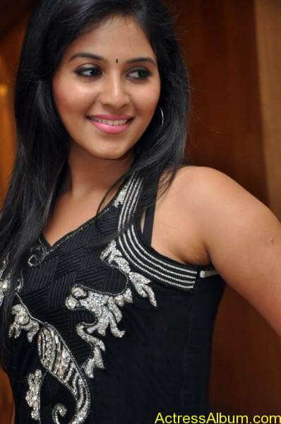 Anjali cute hot stills in black sudithar (3)
