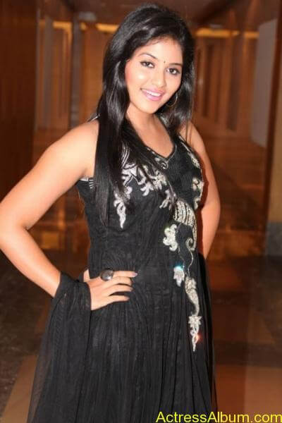 Anjali cute hot stills in black sudithar (4)