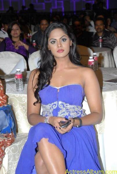 Karthika nair hot photos stills (2)
