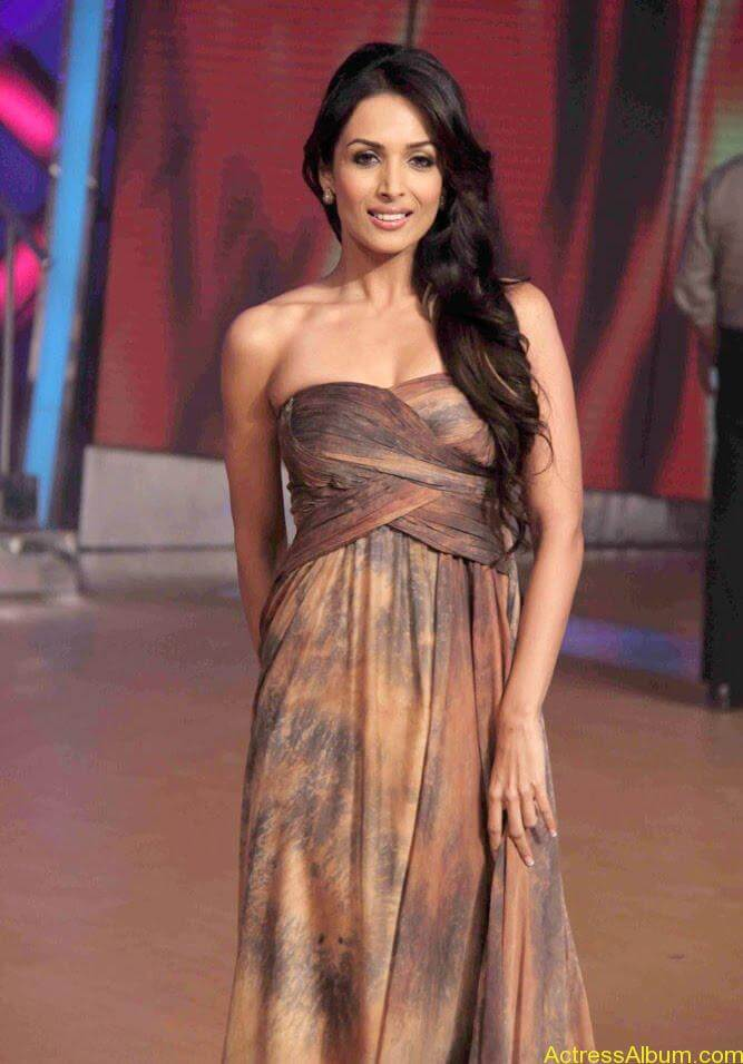 Malaika Arora hot stills in Zandu balm Ad (2)
