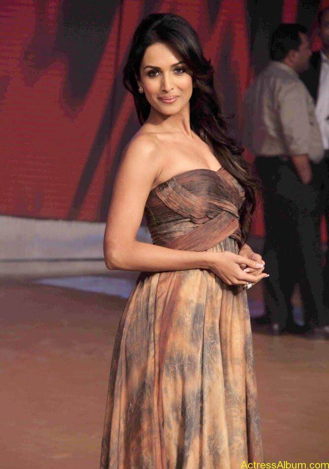Malaika Arora hot stills in Zandu balm Ad (4)