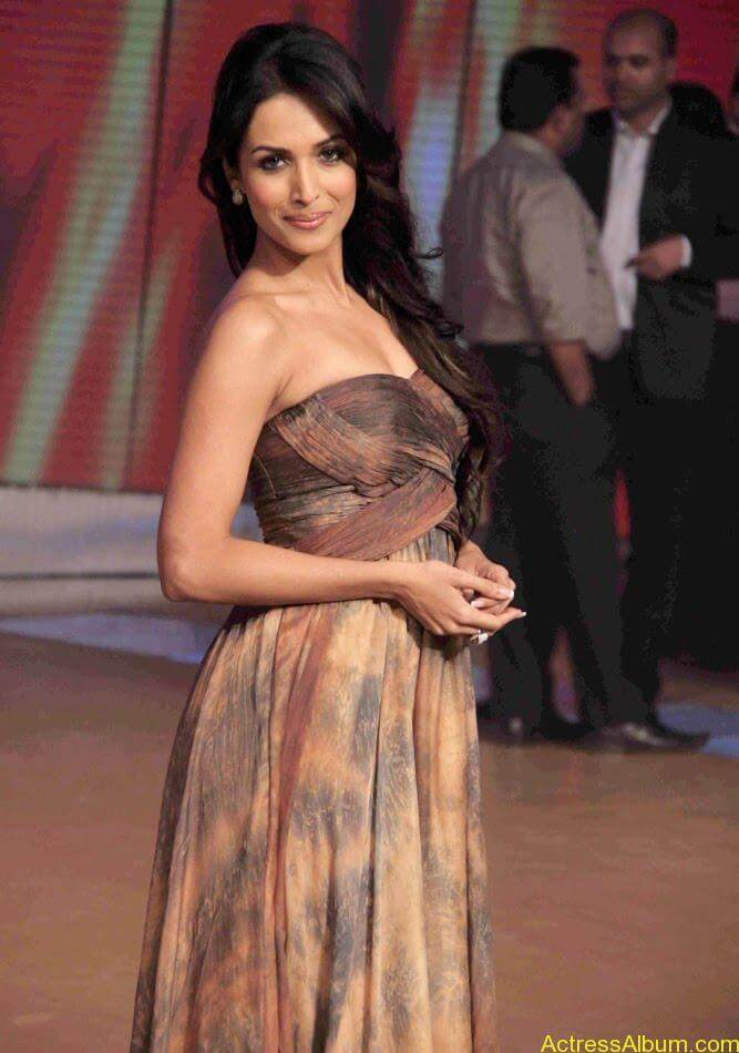 Malaika Arora hot stills in Zandu balm Ad (5)