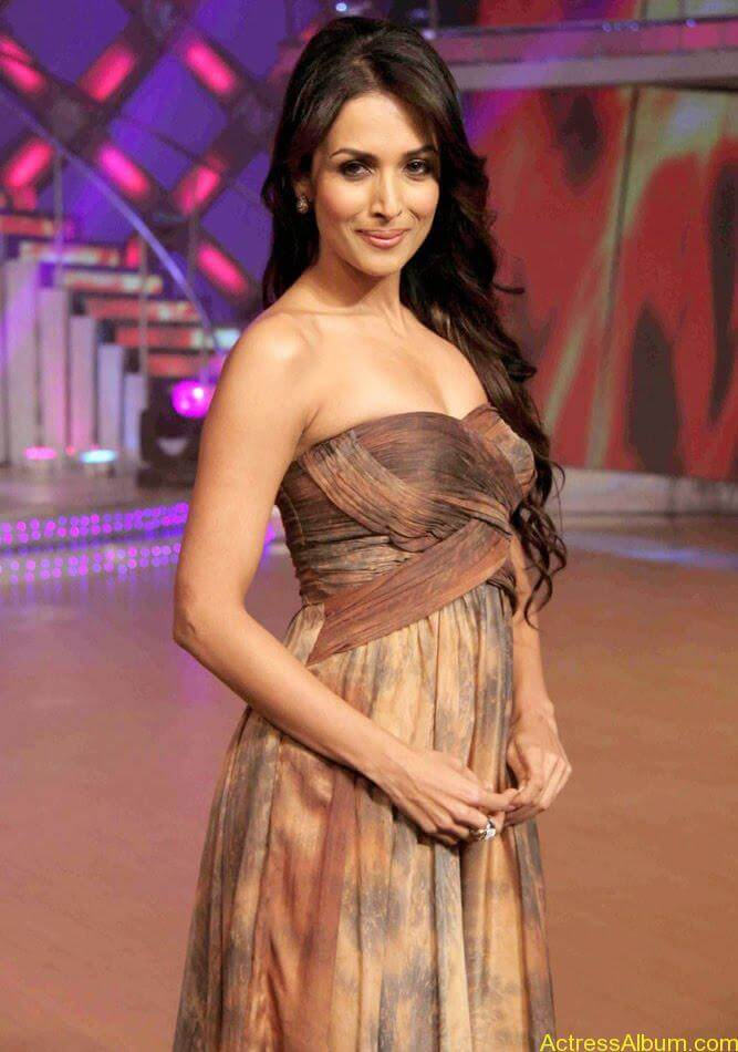 Malaika Arora hot stills in Zandu balm Ad (6)