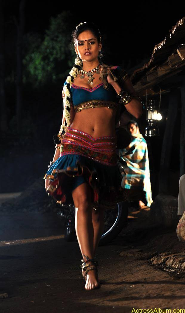 Nathalia Kaur Hot stills in Dalam Movie Item Song (6)