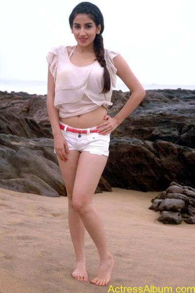 Parul gulati hot stills (1)