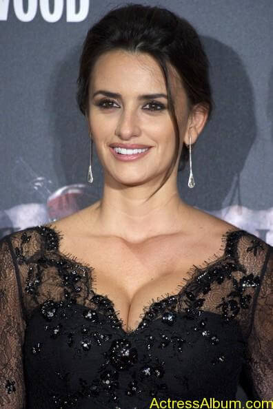 Penelope Cruz - Pirates Caribbean actress  (1)