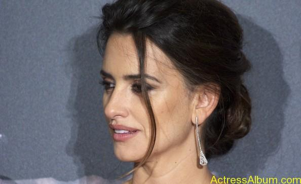 Penelope Cruz - Pirates Caribbean actress  (12)
