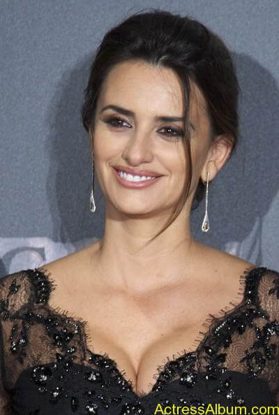 Penelope Cruz - Pirates Caribbean actress  (2)