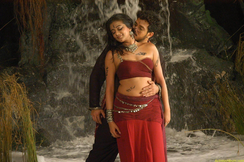 Priyamani Bharath hot stills In Bet Movie (1)