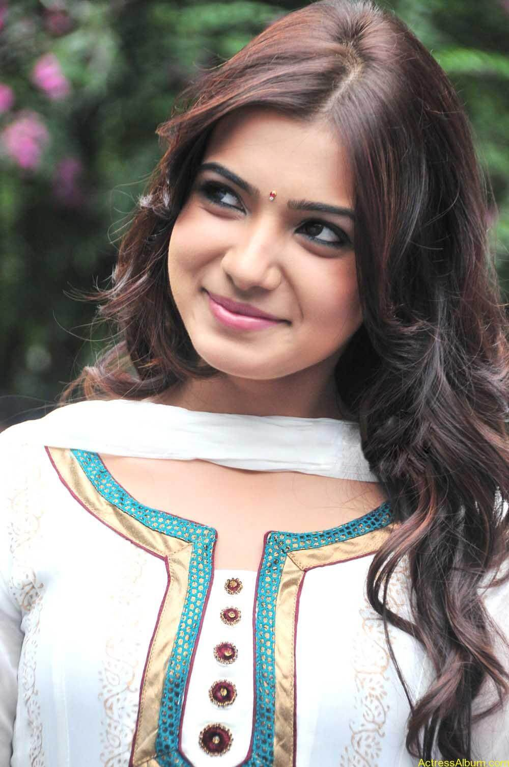 Samantha cute stills in  White Punjabi (1)