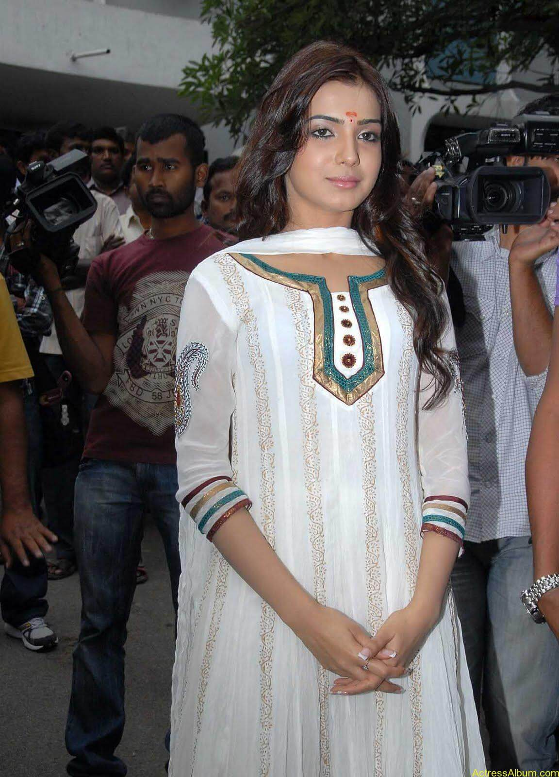 Samantha cute stills in  White Punjabi (10)