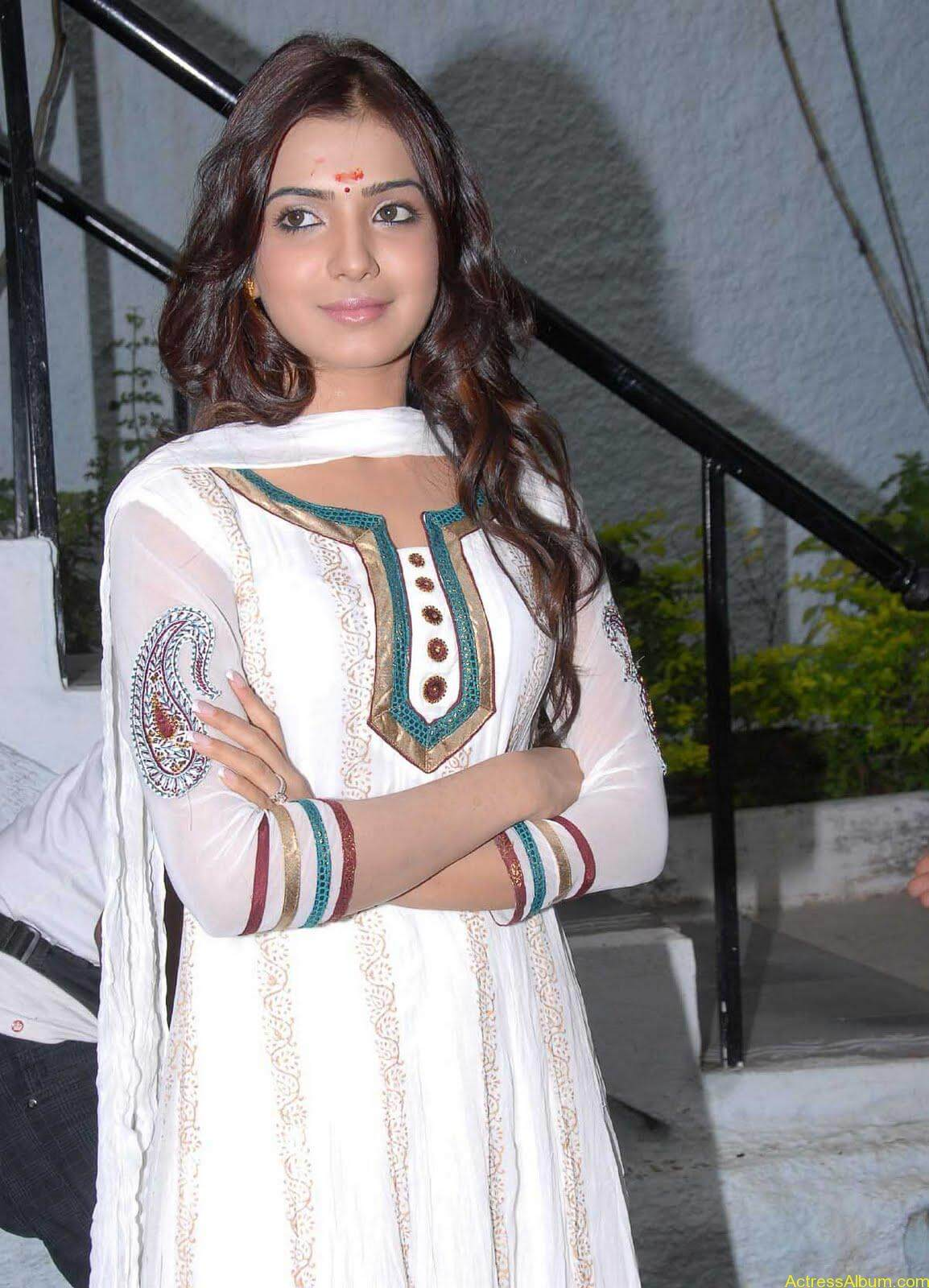 Samantha cute stills in  White Punjabi (12)