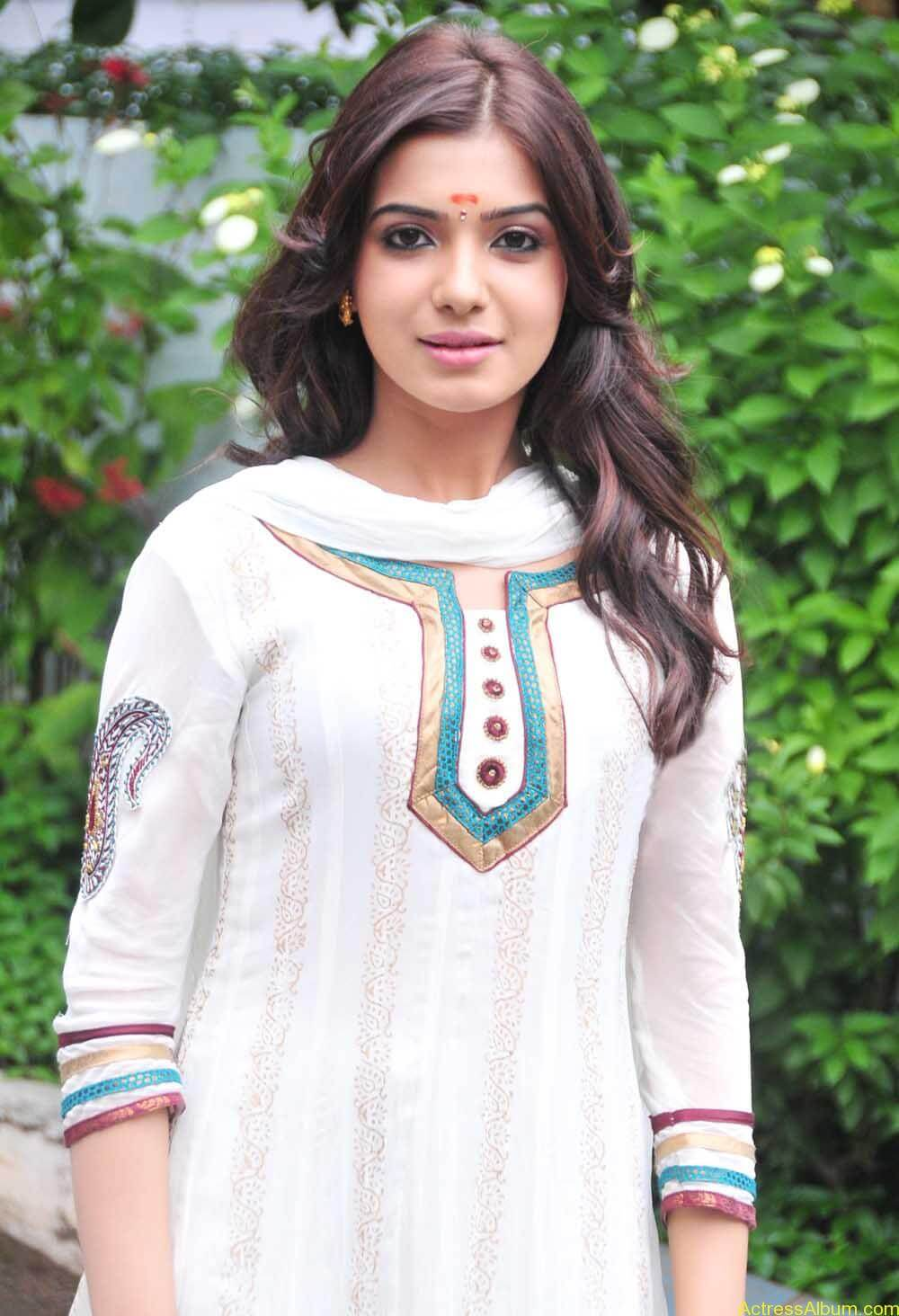Samantha cute stills in  White Punjabi (2)