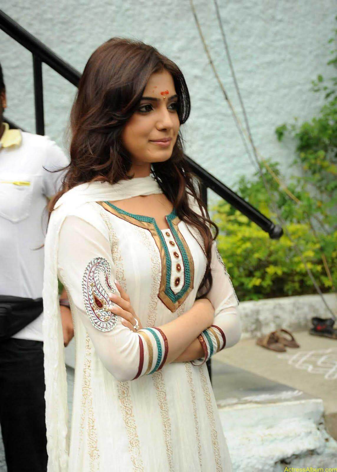 Samantha cute stills in  White Punjabi (4)