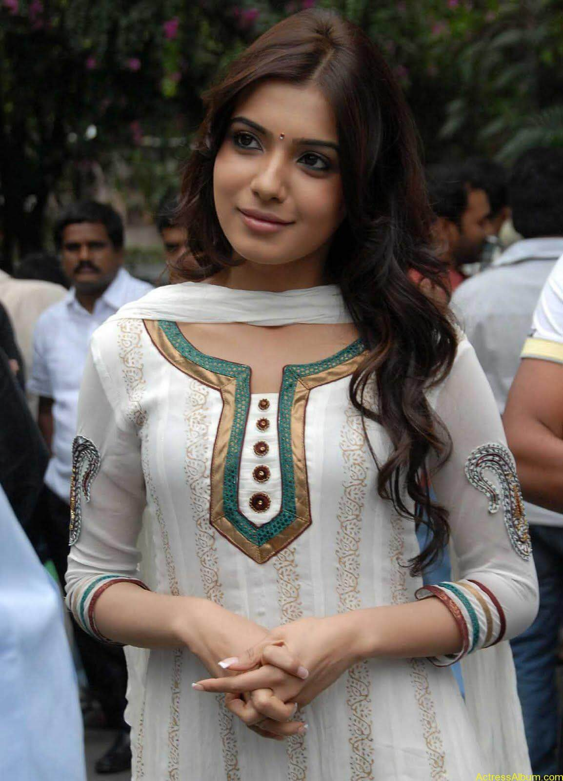 Samantha cute stills in  White Punjabi (7)