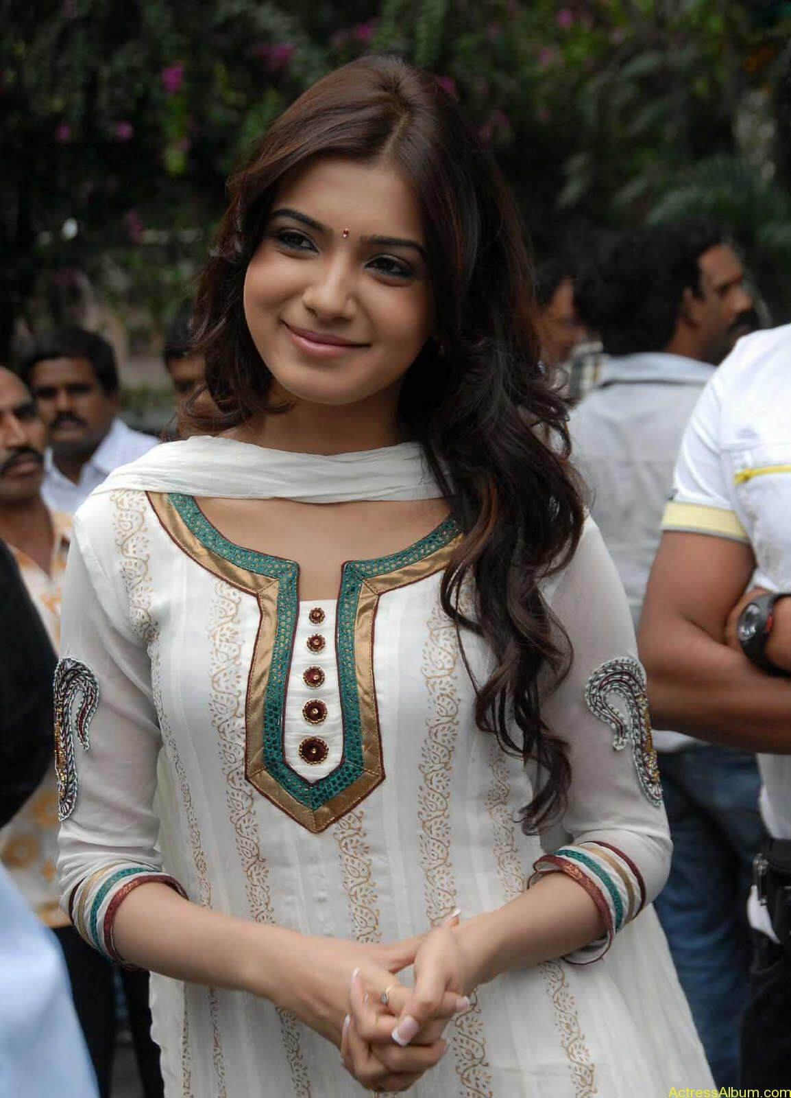 Samantha cute stills in  White Punjabi (8)