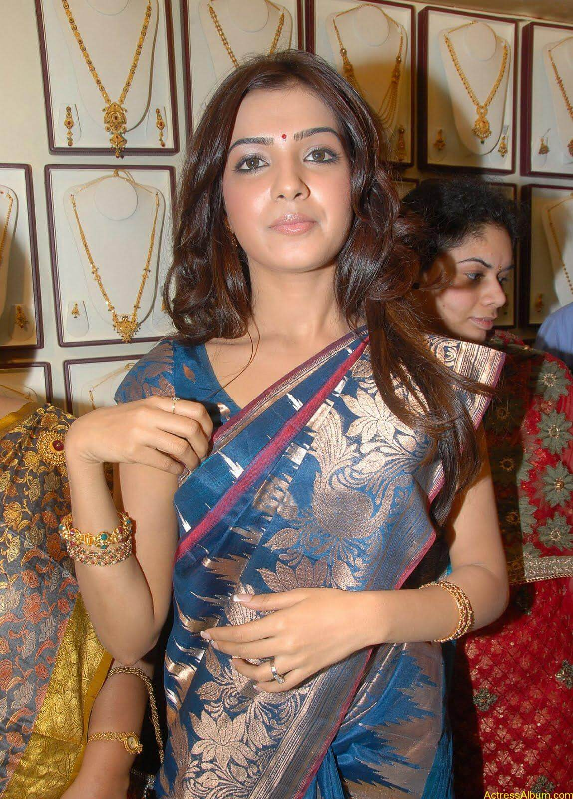 Samantha Hot Photos At RKS Silks showroom Launch (1)