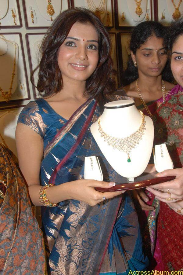 Samantha Hot Photos At RKS Silks showroom Launch (8)