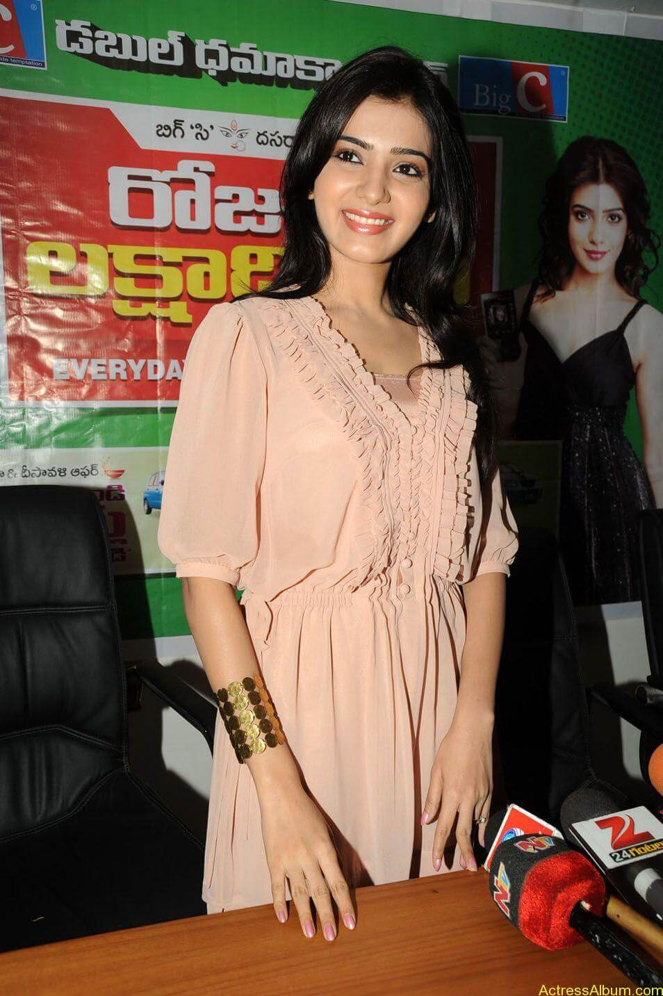Samantha stills at big c rojuko laksha contest (4)