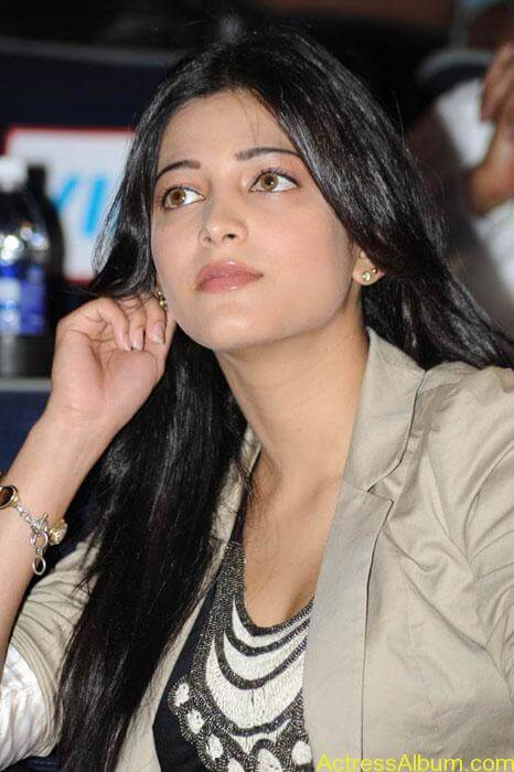 Shruthi hassan cute stills in  black and brown tops (1)