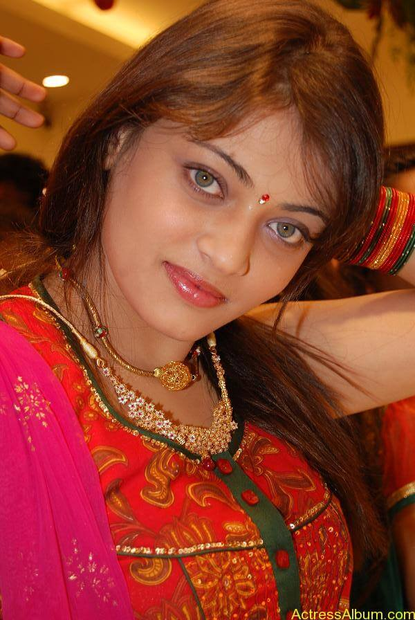 Sneha Ullal Spicy Hot stills At South India Shopping Mall Launch (1)