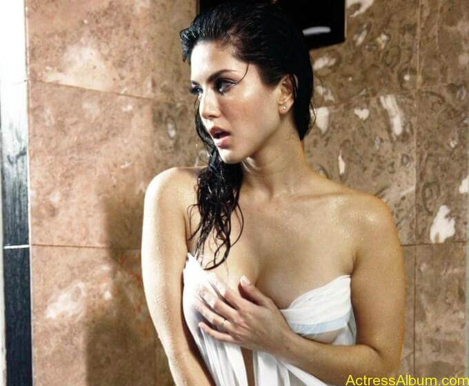 Sunny leone hot bathroom stills (8)