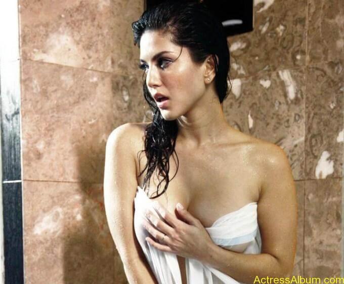 Sunny leone hot bathroom stills (8)