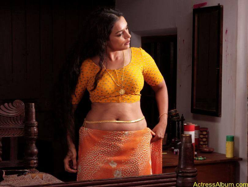 Swetha menon hot photos stills (8)