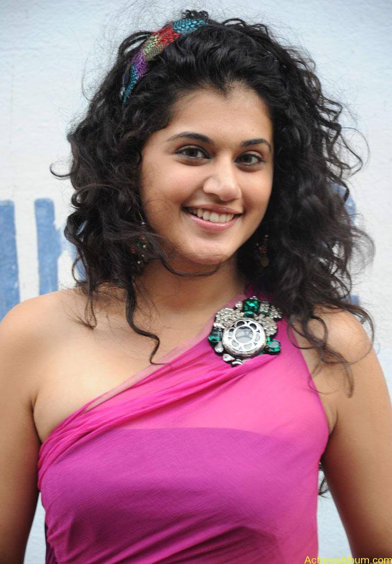 Taapsee hot stills At Vasthadu Naa Raju Movie Logo Launch (1)