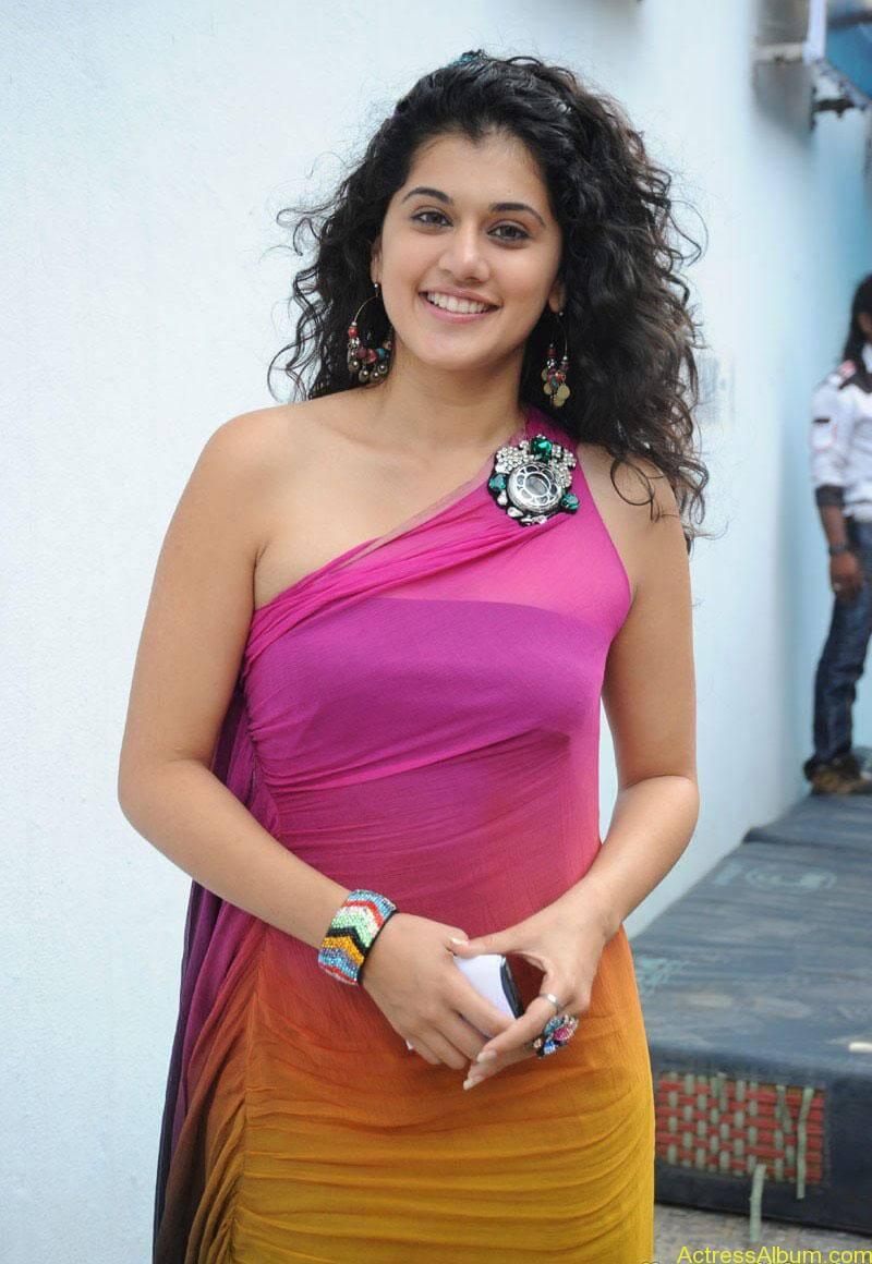 Taapsee hot stills At Vasthadu Naa Raju Movie Logo Launch (19)