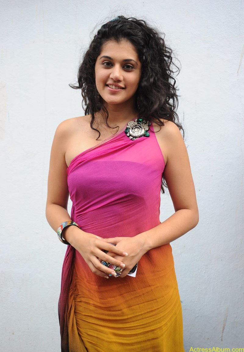 Taapsee hot stills At Vasthadu Naa Raju Movie Logo Launch (20)