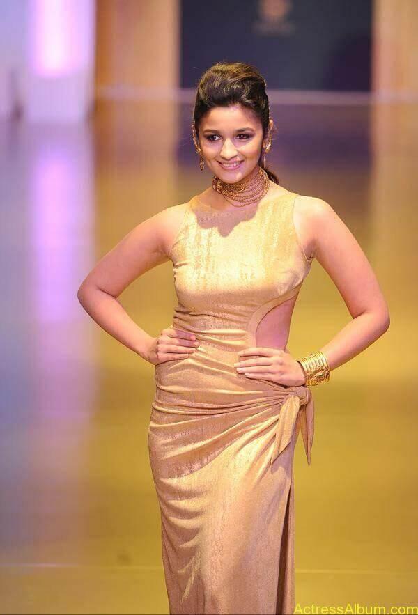 Alia Bhatt's wardrobe malfunction 3