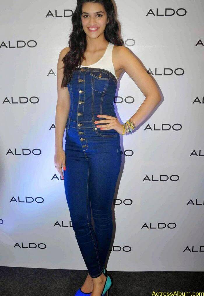 Kriti-Sanon-Stills-at-aldo-spring-summer-2015-collection-launch-15