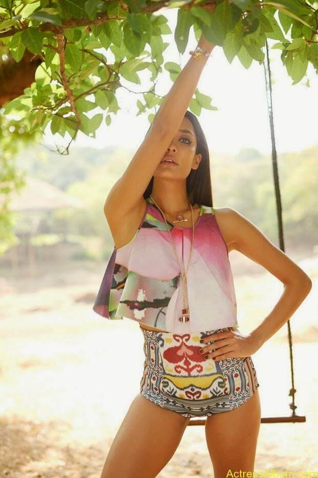 Lisa-Hayden-in-Elle-Magazine-Photo-Shoot-Photos-1