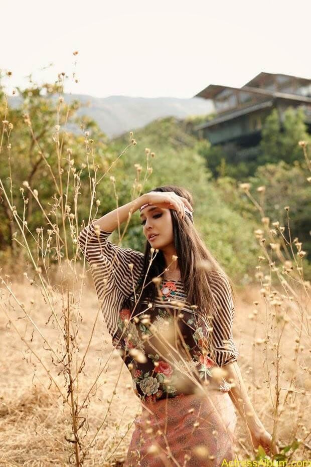 Lisa-Hayden-in-Elle-Magazine-Photo-Shoot-Photos-2