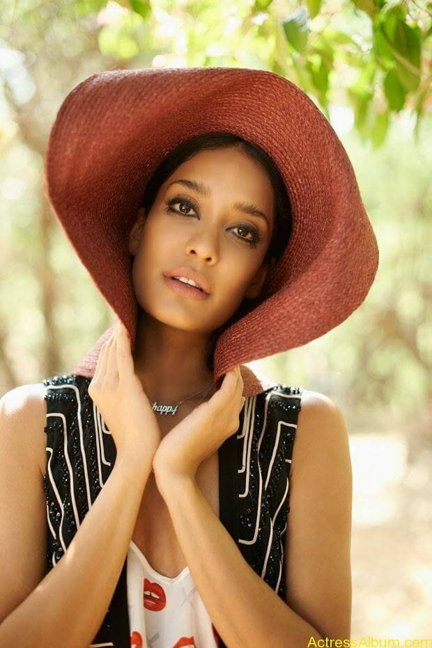 Lisa-Hayden-in-Elle-Magazine-Photo-Shoot-Photos-5