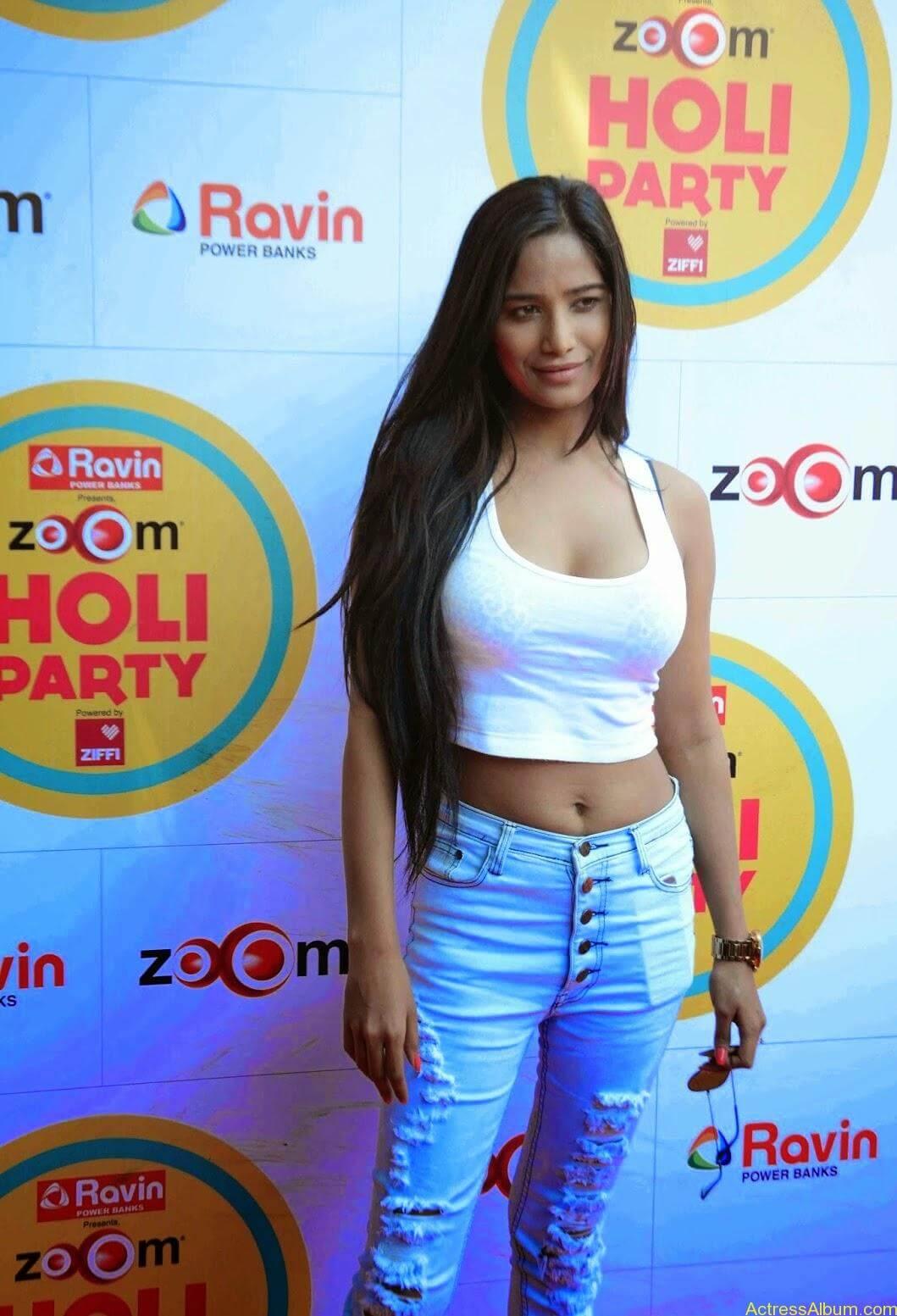 Poonam-Pandey-at-Hot-Holi-Celebration-Party-1