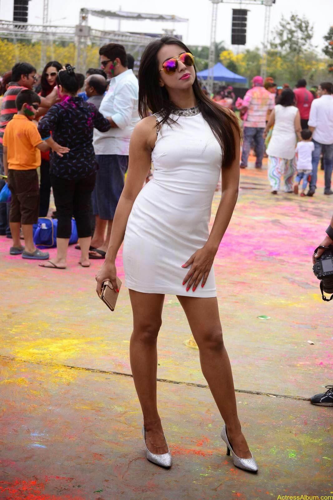Sanjjanaa-in-White-Shorts-at-Holi-Party-1