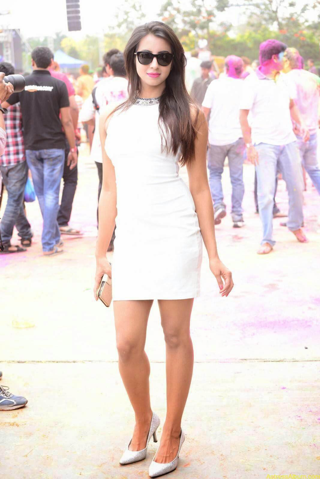 Sanjjanaa-in-White-Shorts-at-Holi-Party-10