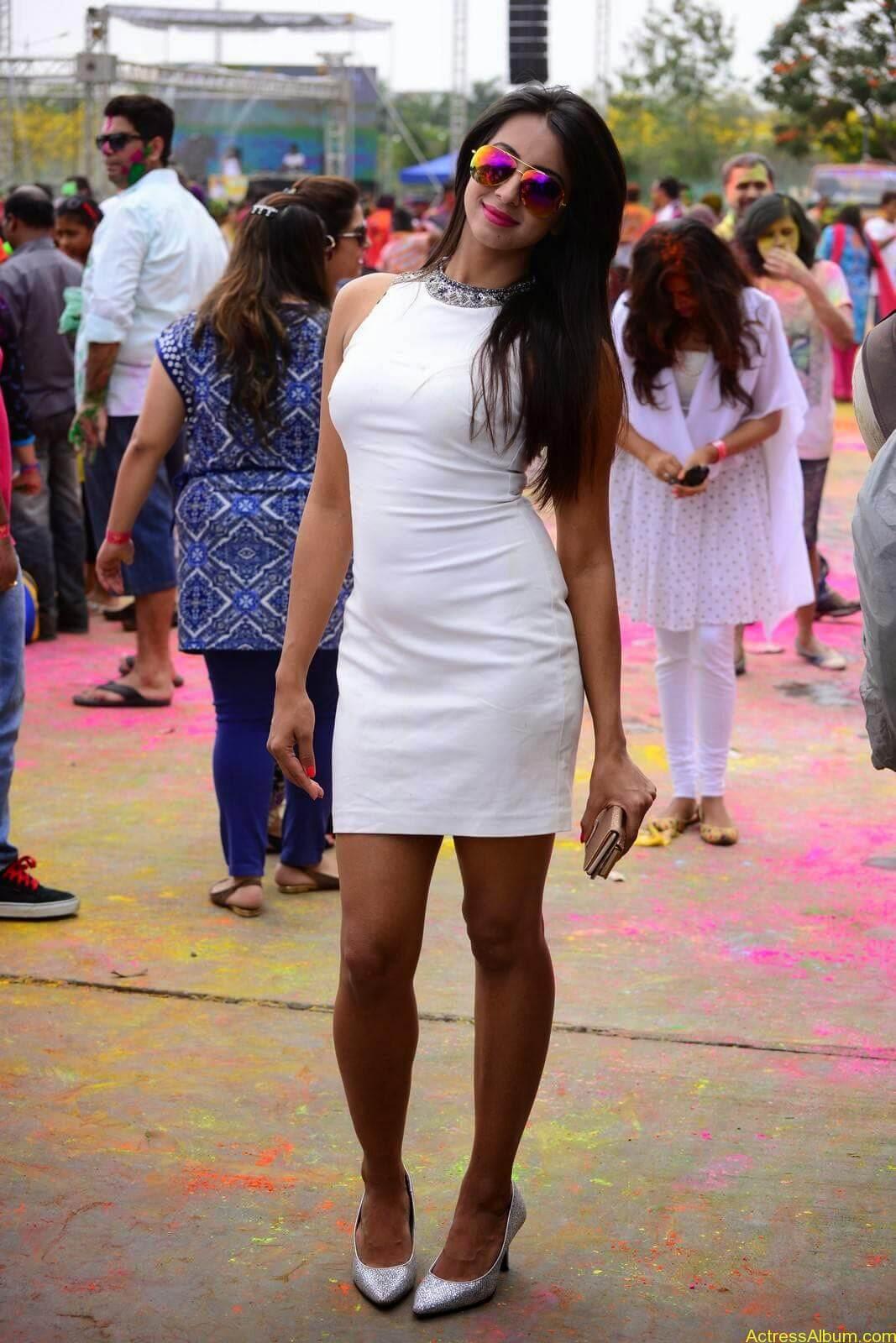 Sanjjanaa-in-White-Shorts-at-Holi-Party-2