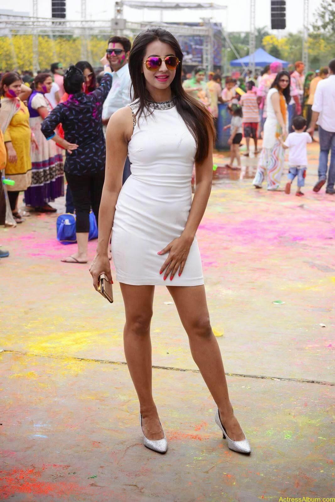 Sanjjanaa-in-White-Shorts-at-Holi-Party-3